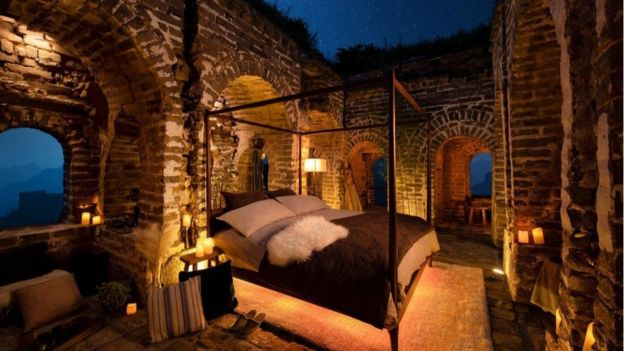 Airbnb的模擬圖顯示,它會為住客提供雙人牀和洗手間,但房間沒有天花板。