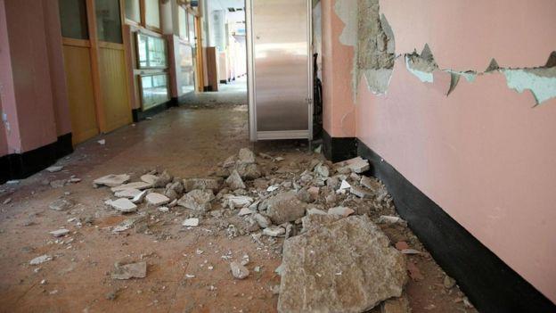 Una escuela dañada en Pohang