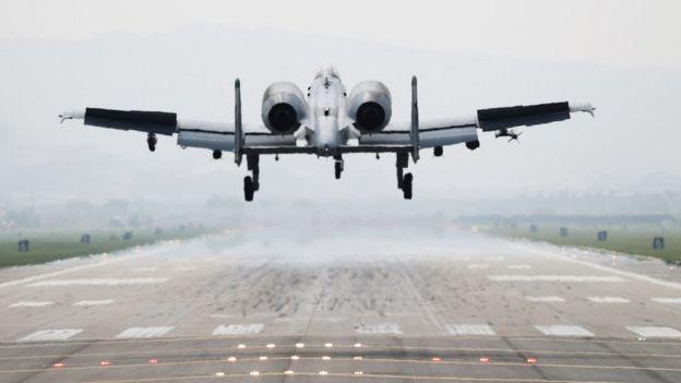 Avión estadounidense en Corea del Sur.