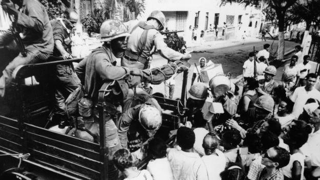 Temendo possível expansão do comunismo no Caribe, Estados Unidos intervieram militarmente na República Dominicana em 1965