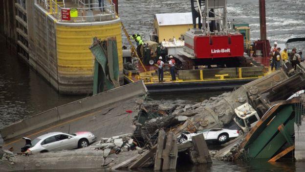 Colapso de un puente en Mineápolis (Minnesota)