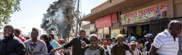 South African looters run off an alleged foreign-owned shop