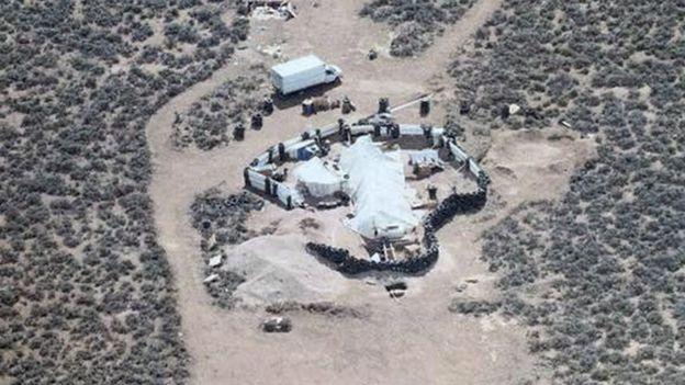 Los niños estaban viviendo en un remolque en medio del desierto de Nuevo México, cerca de la localidad de Amalia (EE.UU.).