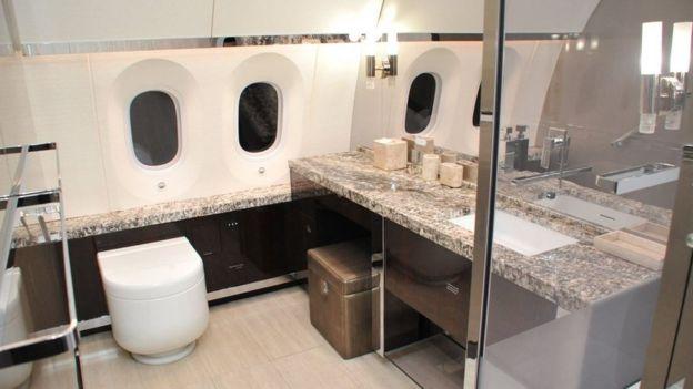 Baño del avión