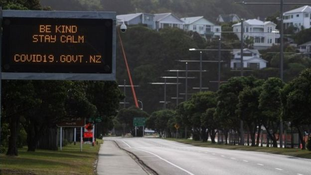 """A motorway sign in New Zealand reads """"Be kind and stay calm"""""""
