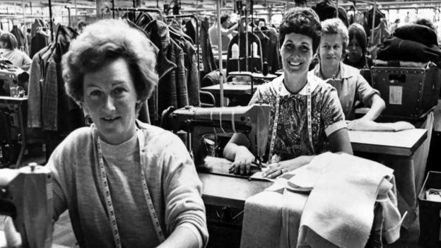 ৬০ ও ৭০ এর দশকে নারীরা কাজ করেছেন পোশাক কারখানায়