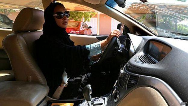 السعودية تسمح للمرأة بالسفر دون إذن ولي