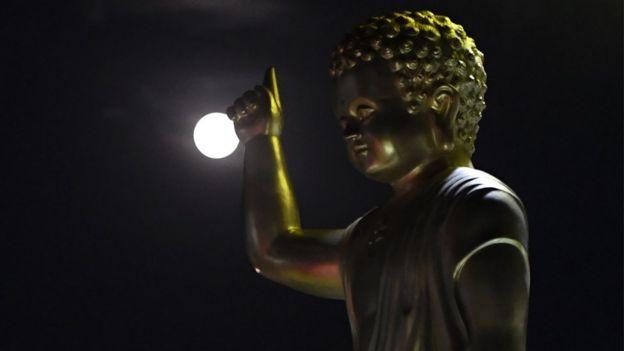 Ảnh Tượng Phật chụp dịp lễ Phật Đản ở Hà Nội
