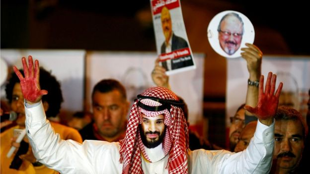 A man wearing a mask of Saudi Crown Prince Mohammed bin Salman at a protest outside the Saudi consulate in Istanbul, Turkey (25 October 2018)