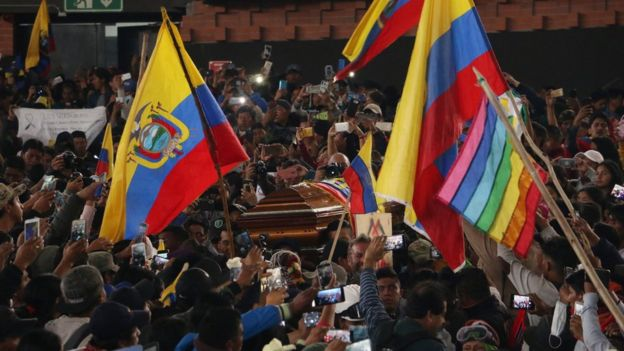 Hundreds of people participate in the wake of Inocencio Tacumbi