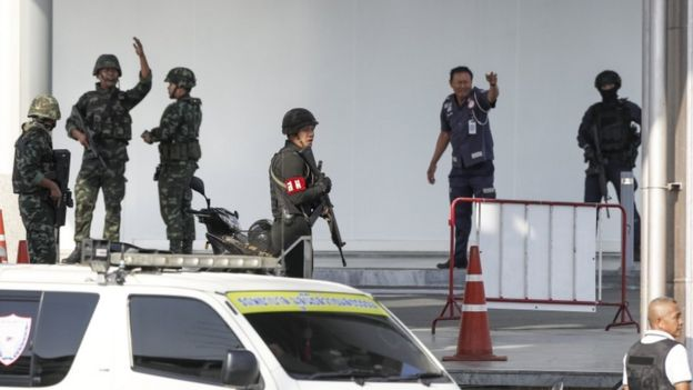 Thai police and security forces move into the Nakhon Ratchasima shopping centre, 9 February 2020