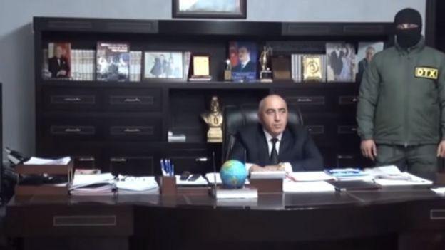 Ağstafa Rayon İcra Hakimiyyətinin başçısı Nizaməddin Quliyevin öz kabinetində saxlanma anları