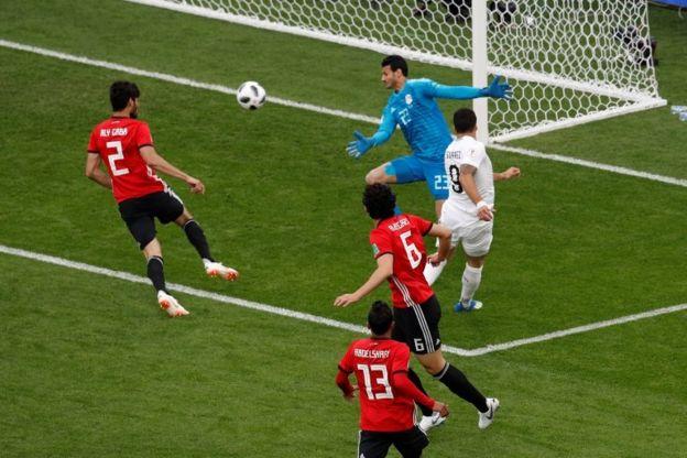 La segunda ocasión de Suárez que no encuentra el fondo de la portería.