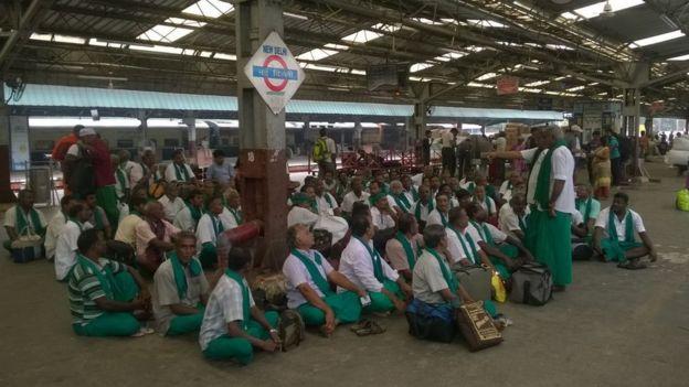நாளை முதல் தினசரி நூதனப் போராட்டம்: மீண்டும் டெல்லியில் தமிழக விவசாயிகள்