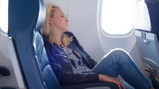 کمبود اکسیژن خفیف که در طول پرواز تجربه میکنیم، میتواند منجربه احساس خستگی شود