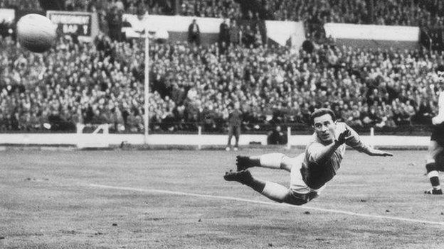 Gregg made 25 appearances for Northern Ireland between 1954 and 1964