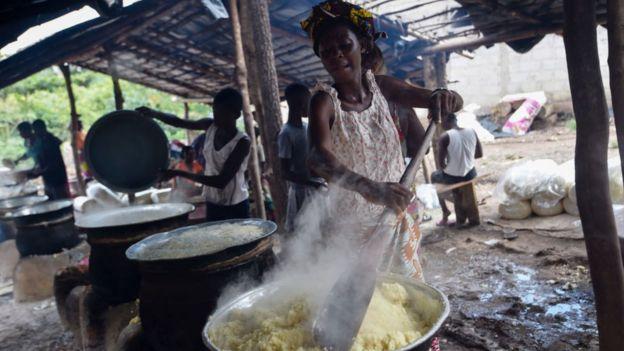 Mujer en Costa de Marfil