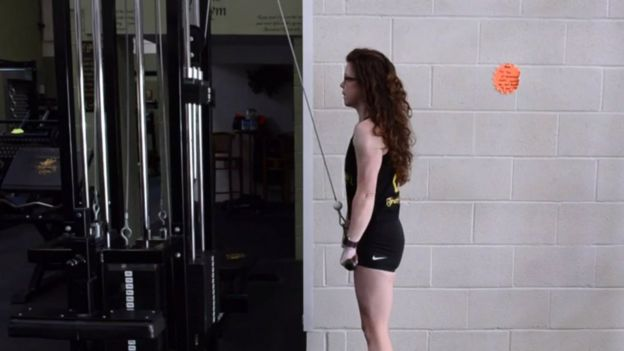 Emma Halford entrenando en el gimnasio