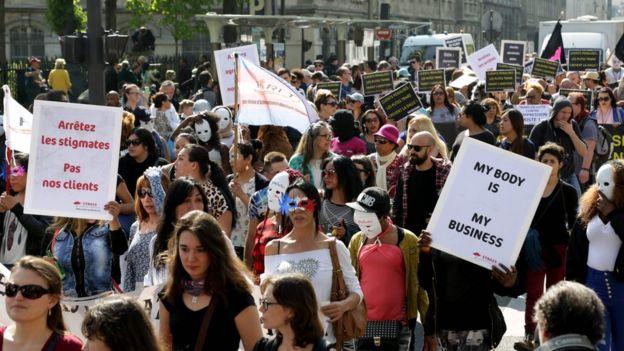 مظاهرة بائعات الهوى بباريس