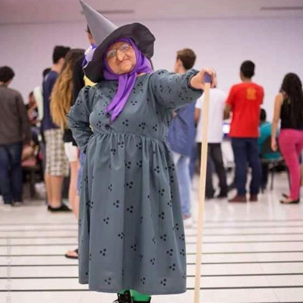 Solange como a Bruxa Onilda