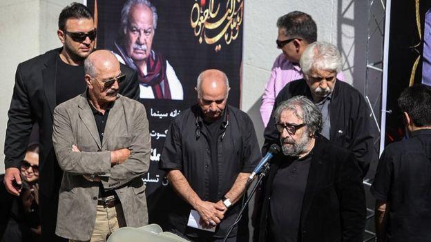 مسعود کیمیایی، پرویز پرستویی و سعید راد در مراسم تشییع ناصر ملکمطیعی در تهران