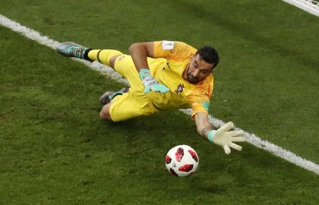 La mano con la que Rui Patricio evitó el segundo gol de Uruguay.
