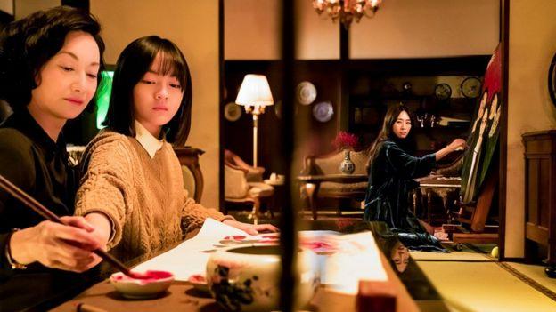 惠英紅在《血觀音》中飾演棠夫人(圖左),和大女兒棠寧(吳可熙飾,圖右),二女兒棠真(文淇飾,圖中)遊走在複雜的政商關係中。