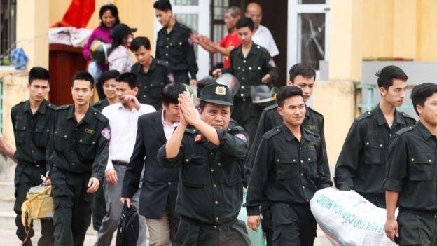 Cảnh sát được người dân Đồng Tâm trả tự do sau khi bắt giữ làm con tin trong vụ tranh chấp đất ở Mỹ Đức, Hà Nội năm 2017
