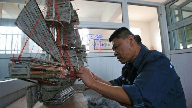 عامل صيني
