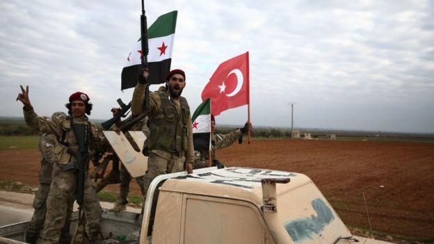 Türkiye destekli Suriyeli savaşçılar Menbic'te görevlendirilmek üzere eğitim görüyorlar (29 Aralık 2018)