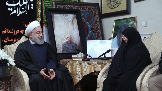 الرئيس الإيراني يزور منزل الجنرال سليماني