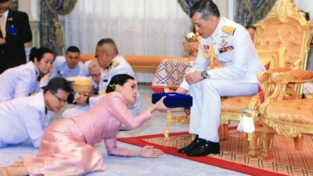 A Royal Household Bureau handout photo shows Thai King Maha Vajiralongkorn Bodindradebayavarangkun (R) gives box of gift to General Suthida Vajiralongkorn na Ayudhya (L) who is now appointed as Queen Suthida during a royal marriage registration ceremony at the Amphorn Sathan Residential Hall inside the Dusit Palace in Bangkok, Thailand, 01 May 2019