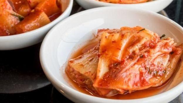 泡菜含有很多益生菌,对肠道有利。