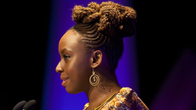 """ویدئوی سخنرانی چیماماندا انگزی ادیچی در مجموعه همایشهای جهانی تد با عنوان """"همه باید فمنیست باشیم"""" بیش از ۶ میلیون بار دیده شد."""