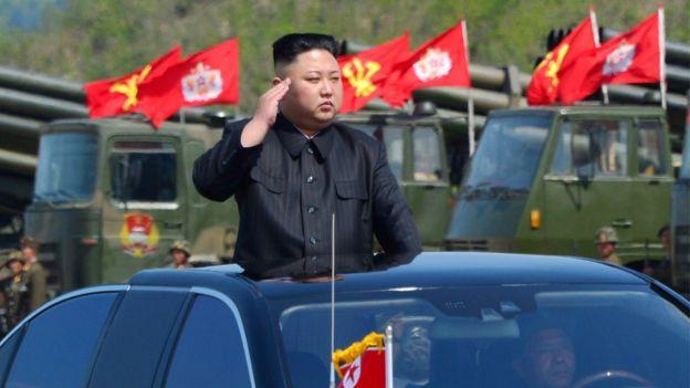 Kim Jong-un en un desfile militar.
