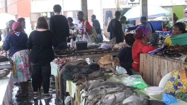 Mercado de animales salvajes.