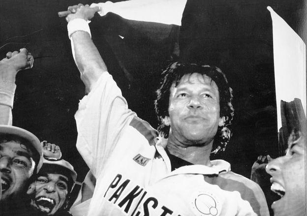 Imran Khan celebra la victoria de la Copa del Mundo de 1992