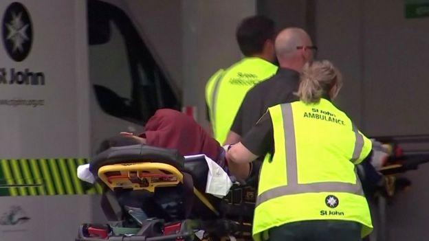 نقل مصاب في الحادث