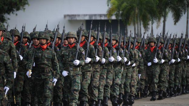 ภาพการสวนสนามของกองทหารในนราธิวาส เมื่อวันที่ 18 ม.ค.2015