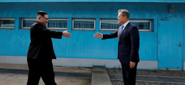 Kim Jong-un and Moon Jae-in meet at the Korean border