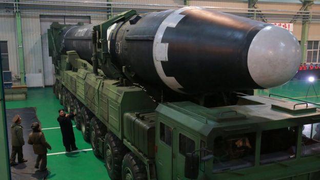 如果朝鮮把固態燃料推進器與導彈發射車結合使用,可以在美國和韓國偵測到它們的動向前,發射導彈展開攻擊。