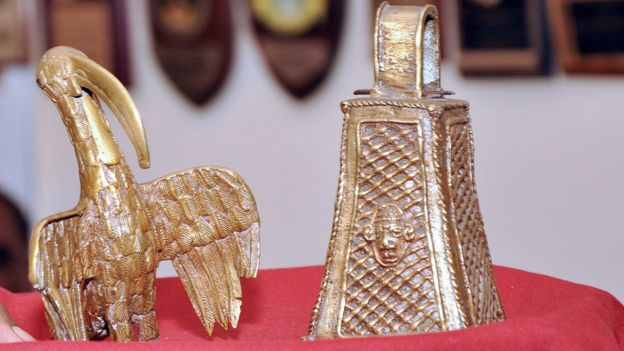 A picture shows two artefacts from the Benin Bronzes collection, a long-beaked bird and the monarch's bell, returned to the Benin kingdom by a British pensioner during a ceremony in Benin City, Nigeria, on June 20, 2014.