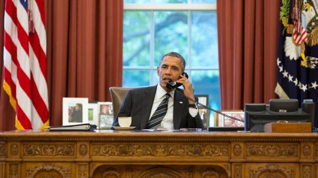 Barack Obama ao telefone com Rohani