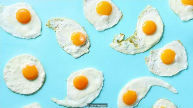 Diversos ovos fritos