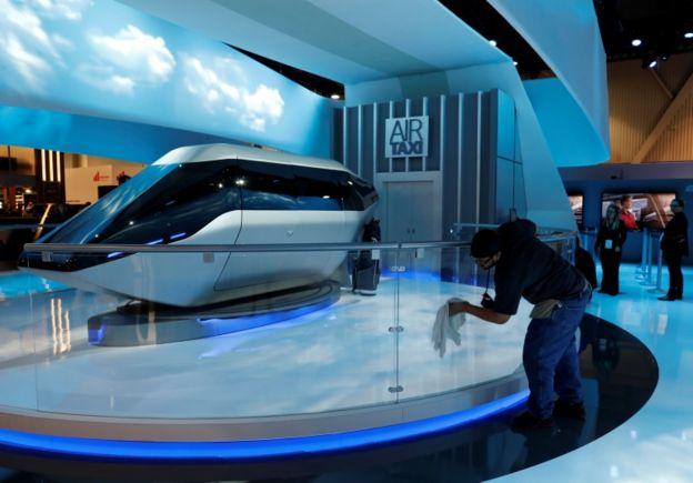 شرکت بل بخشی از بدنه تاکسی هوایی را در نمایشگاه لوازم الکترونیکی در لاس وگاس نمایش داد
