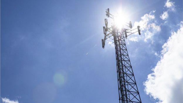 Queman torre 5G por miedo a que