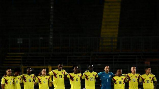 ادای احترام تیم ملی کلمبیا طی بازی دوستانه با مصر به فوتبالیست کشته شده کلمبیایی