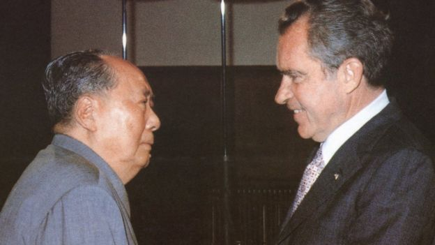 美國總統尼克松1972年訪問中國,與中國最高領導人毛澤東會面。