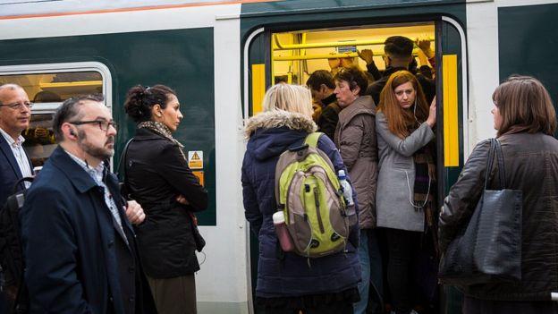 Pasajeros en el metro de Londres.