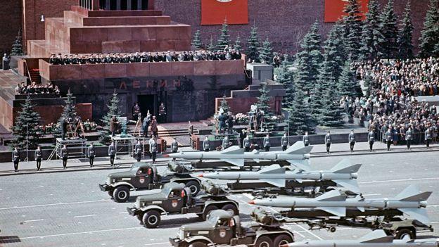 Pawai militer Sovyet di Moskow tahun 1967.